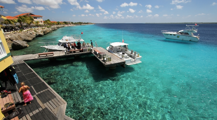 Diving group trip ski scuba center - Bonaire dive resorts ...
